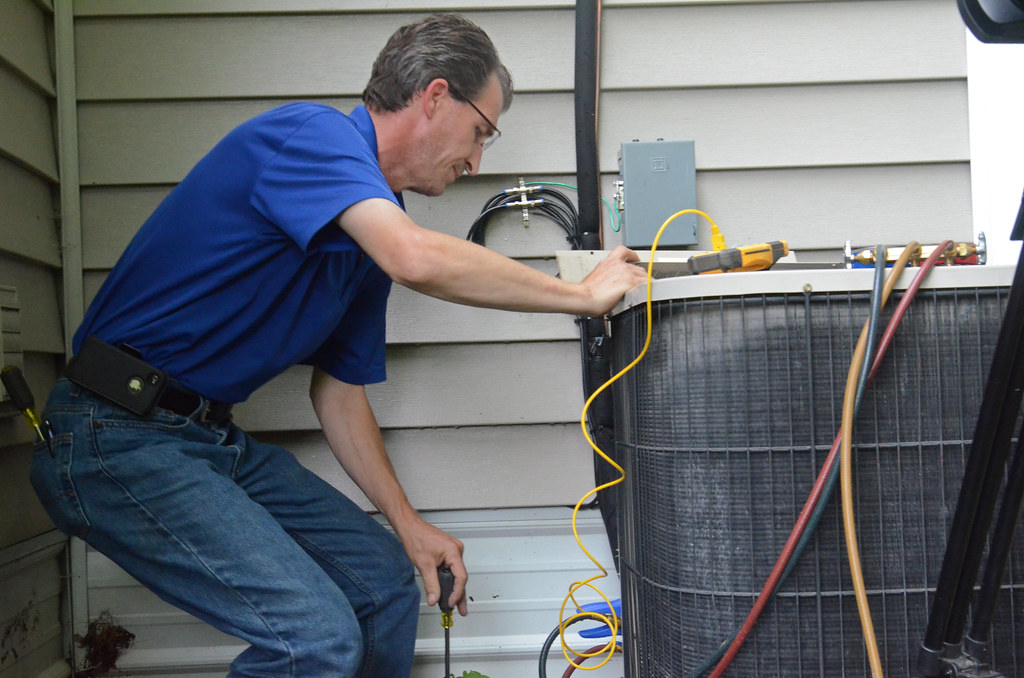 Precautions To Take Before Selecting Air Conditioning Repair Service